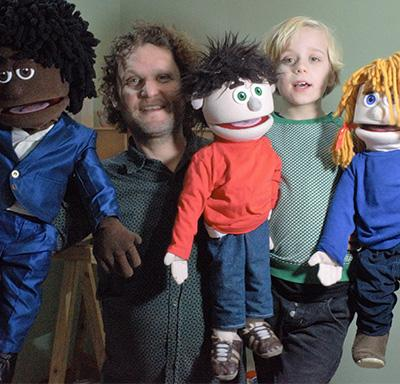 Tonnie en Lennart met de poppen